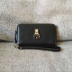 Dooney & Bourke Samba Wristlet in Pebbled Black